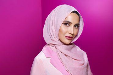 Pour la première fois, l'égérie shampoings de L'Oréal est une femme voilée. Personne ne verra ses cheveux.