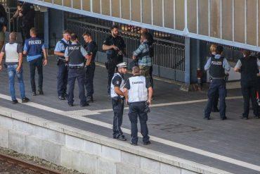 Allemagne : une policière de 22 ans abat le migrant érythréen qui attaquait un homme au couteau dans un train