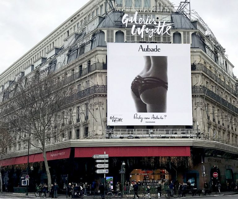 un Paris mairie pub de féminin corps Aubade veut Puritanismela censurer une montrant WE2eHD9IY