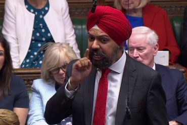 Un député acclamé au Parlement britannique pour son plaidoyer pro-burqa